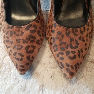 Dana Buchman Shoes - Dana Buchman Cheetah Print Pumps